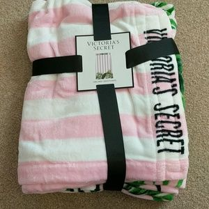 Brand new with tags towel wrap